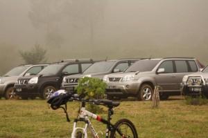 Kabut merendah menyelimuti Nissan X-trail kesayangan kami